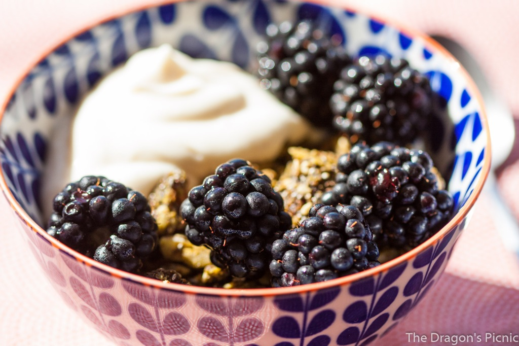 bowl of pre-workout cereal with blackberries and yoghurt